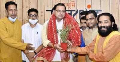 तीर्थ पुरोहितों ने दी सीएम को जन्मदिन की बधाई, चारधाम यात्रा शुरू किये जाने पर जताया आभार
